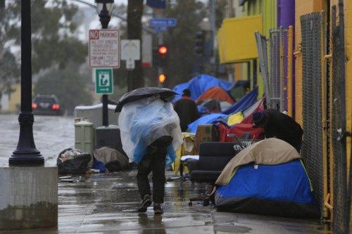 homeless_rain2016_002_t933x640